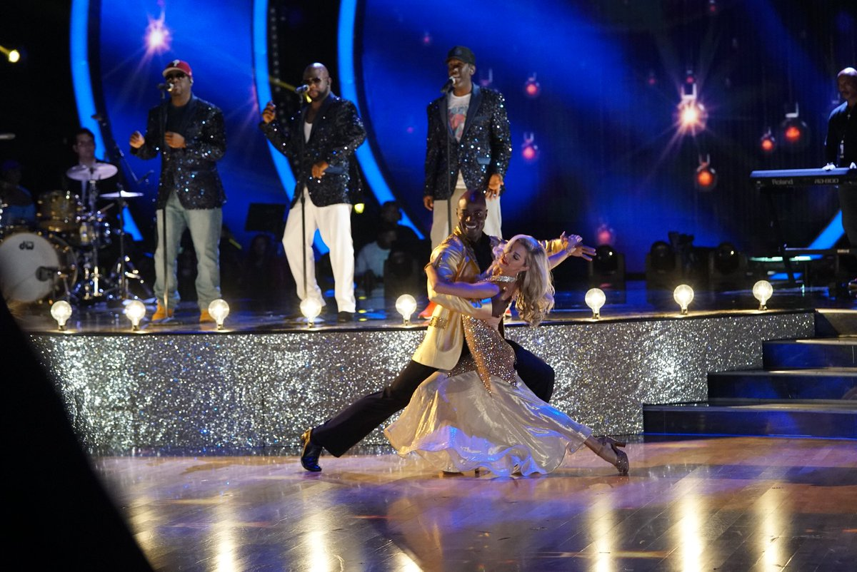 .@BoyzIIMen provide the soundtrack to #TeamWaresOurMirrorball's quickstep! #DWTS