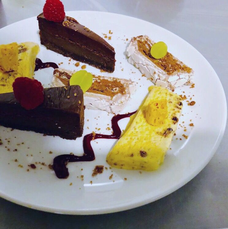 Just what you've all been waiting for...snaps from our #puddingclub  #newmarketevent #newmarketrestaurant #suffolkfood #whatsonnewmarket #dessertweek<br>http://pic.twitter.com/1lEQ0Dwmo6