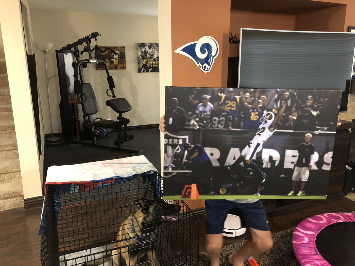 @RamsNFL @marcuspeters @TurfShowTimes my B-day present has arrived 👍