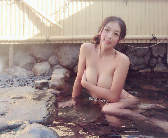 グラビアアイドル手束真知子のTwitter自撮りエロ画像1