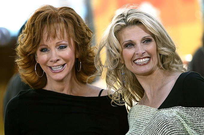 Happy Birthday to Reba\s friend and frequent duet partner, Linda Davis!