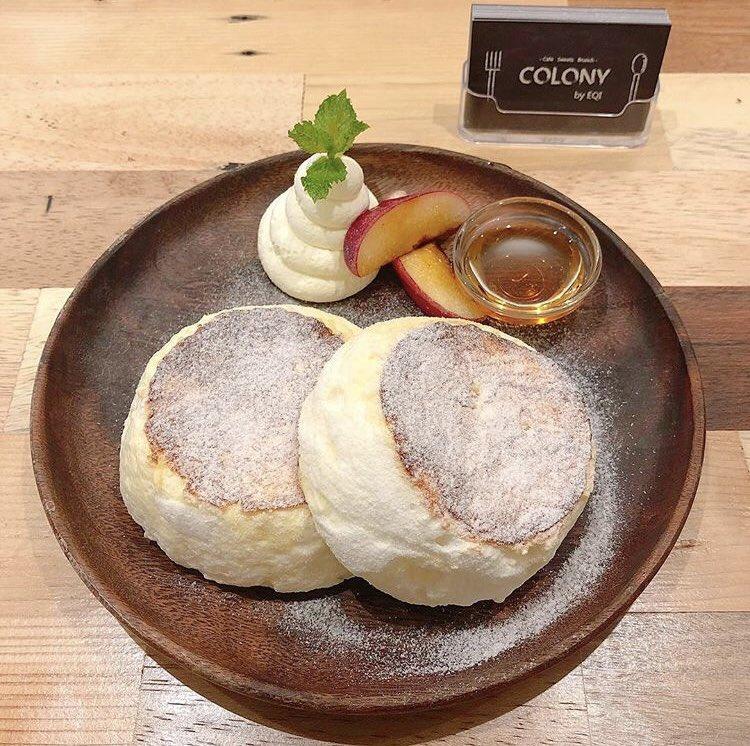 大阪府心斎橋駅にあるお店「COLONY by EQI」のほどフワフワで口の中でとけるような食感のリコッタ香るスフレパンケーキ✨