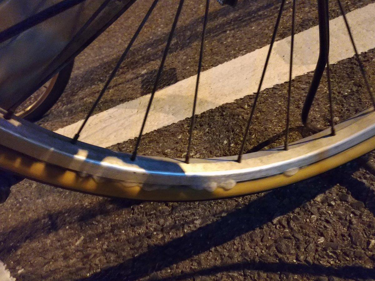 test ツイッターメディア - タイヤが泡吹いたwww 犯人は、コイツです。 #ダイソー  #自転車用瞬間パンク修理剤 https://t.co/DXCWCEsP4n