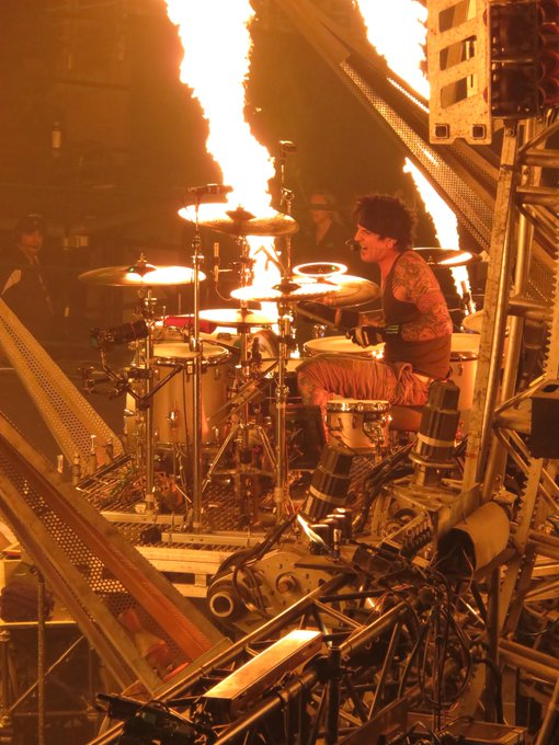 Happy Birthday to Tommy Lee of   Pic taken at their final show at