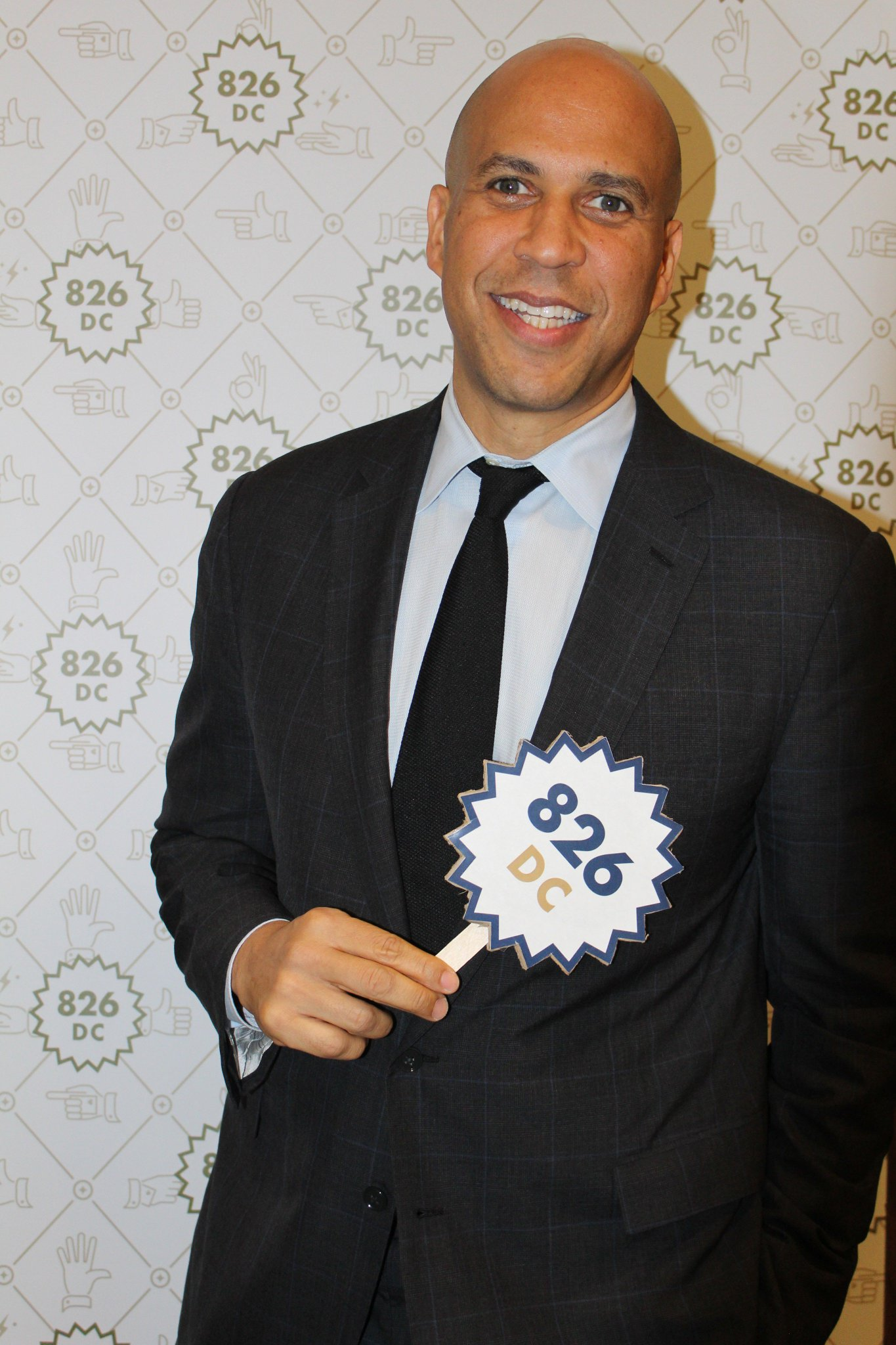 Senator @CoryBooker repping 826DC last night at #TriviaforCheaters. Thank you for joining us, Senator. https://t.co/pX9IYJA2CE