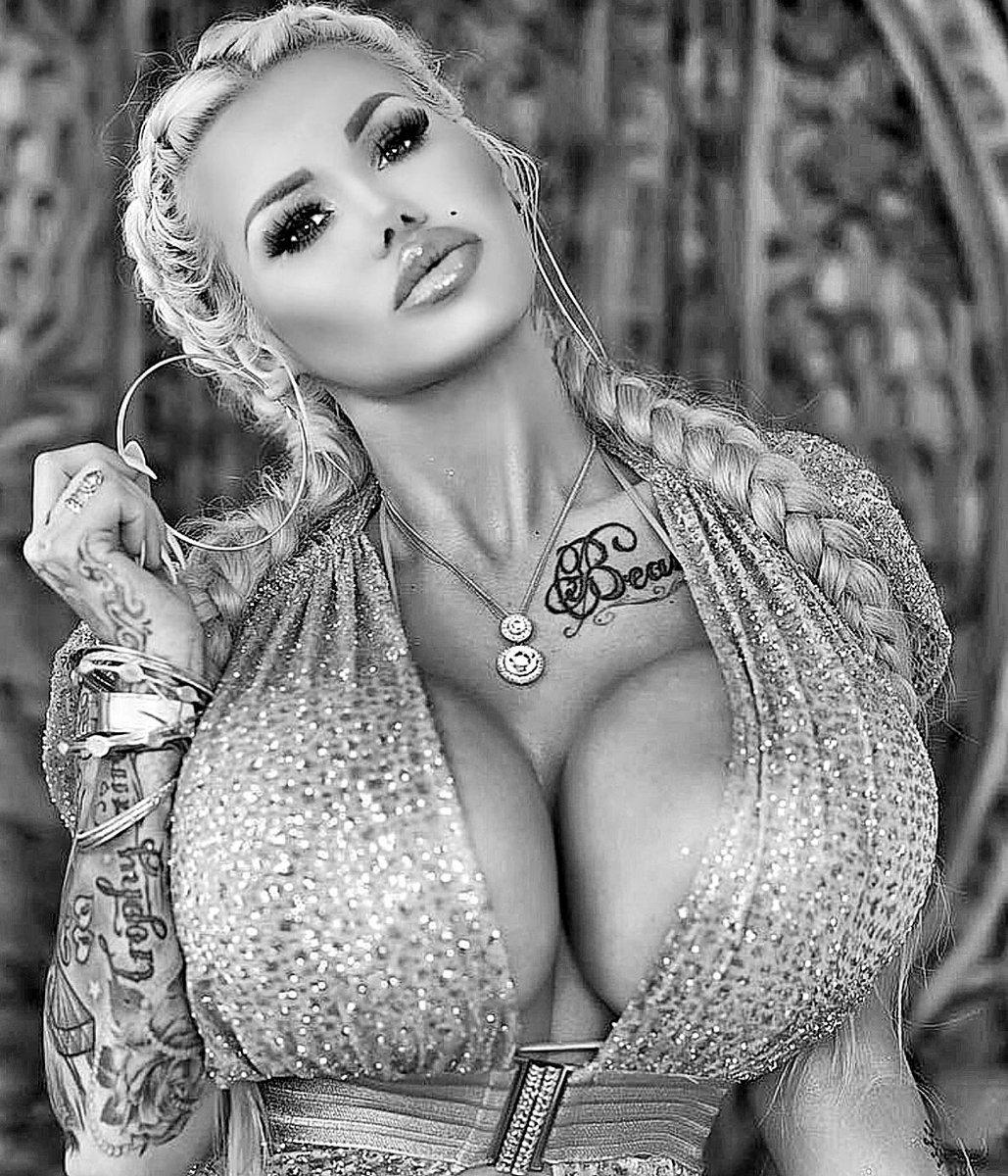 изо силиконовая грудь фотомодель чиччолина прославилась своим