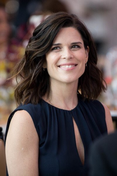 Happy Birthday to one of my favs, Neve Campbell. Can t wait till Skyscraper hits FIOS.