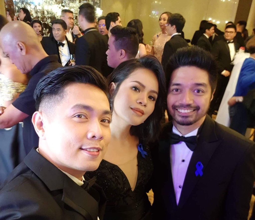 Busy ang MayWard sa likod   #ABSCBNBall2018 <br>http://pic.twitter.com/GcIJNQzv8d