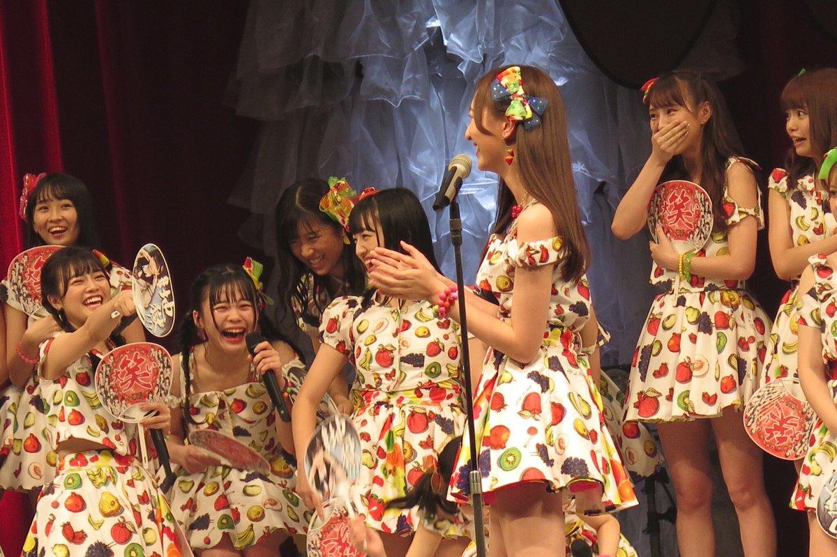 フルーツ柄衣装のメンバー