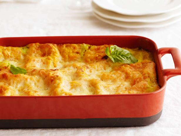 Butternut squash lasagna looks delicious. https://t.co/6OZ3ovPX6h @FoodNetwork https://t.co/lQgqzJaO2m