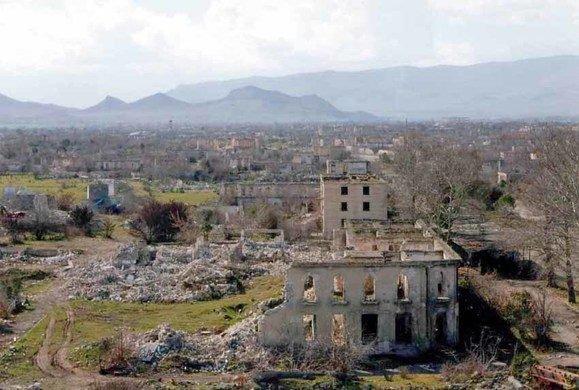 """Agdam, aliás, foi tão destruída pela guerra que ficou conhecida como """"Hiroshima dos Cáucasos""""."""