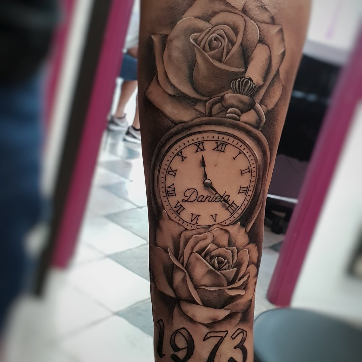 Sergio Tattoo On Twitter Rosas Y Reloj Tatuador At Sergiotattoo