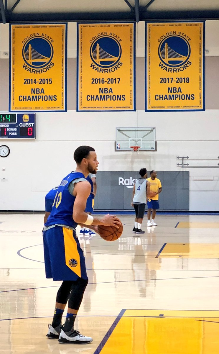 4f2a9f6b978f Stephen Curry wearing the Under Armour Curry 5 at practice   warriors