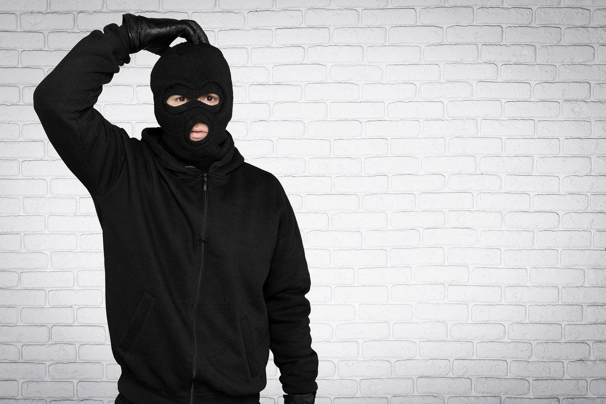 Бандит в маске картинка