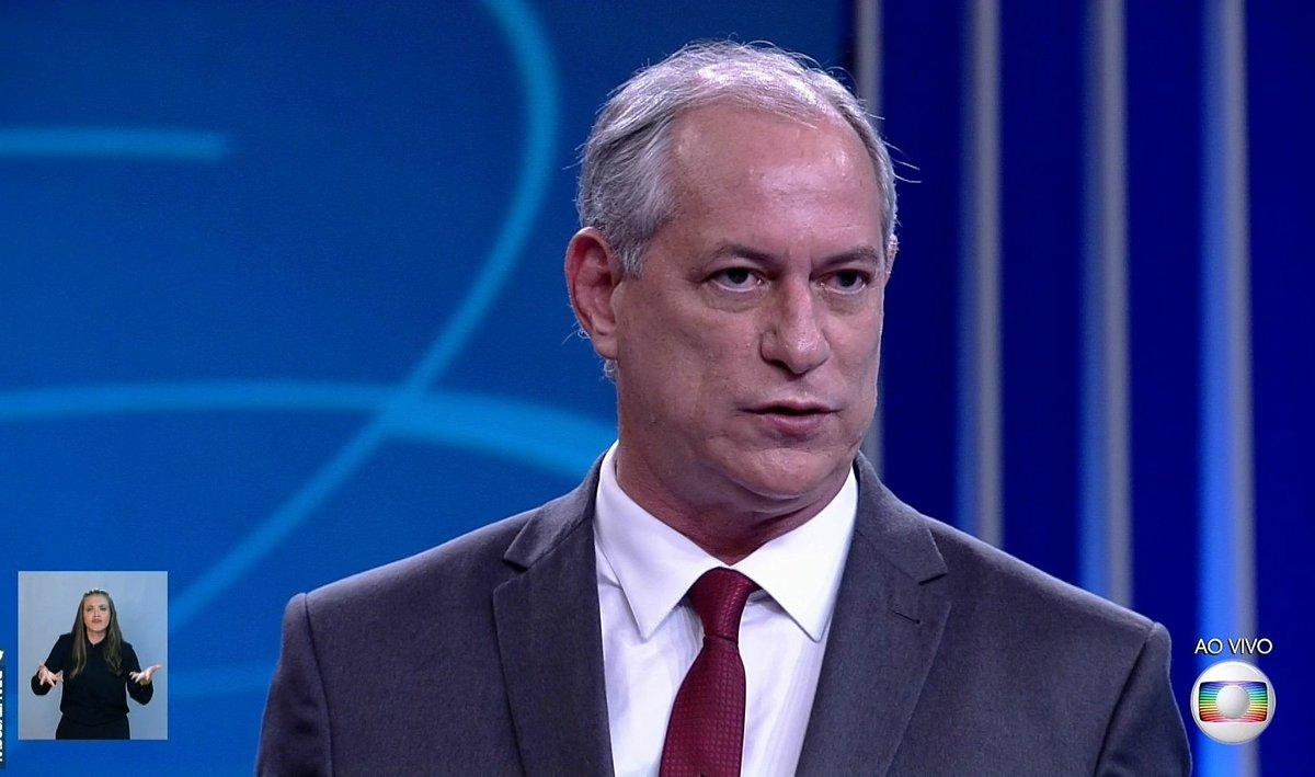 Ciro Gomes: 'Me assusta uma equipe de três pessoas, Bolsonaro, Mourão e Paulo Guedes, brigando a dias da eleição. Você imagina que isso vai dar certo?'