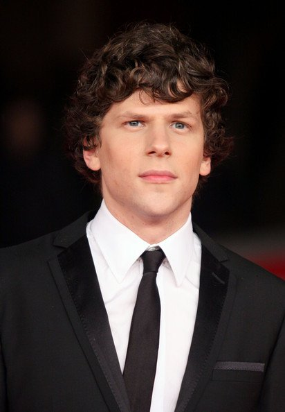 Happy birthday to the good actor,Jesse Eisenberg,he turns 35 years today