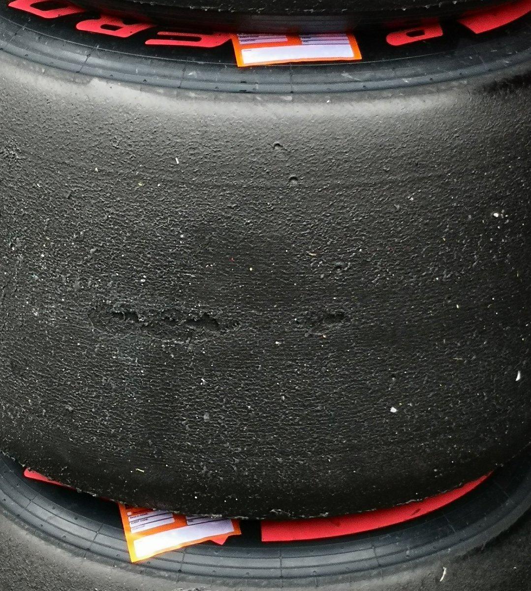 FERRARI SF71H: l'evidente blistering sulle posteriori SuperSoft utilizzate da Sebastian Vettel | Foto Fabrega