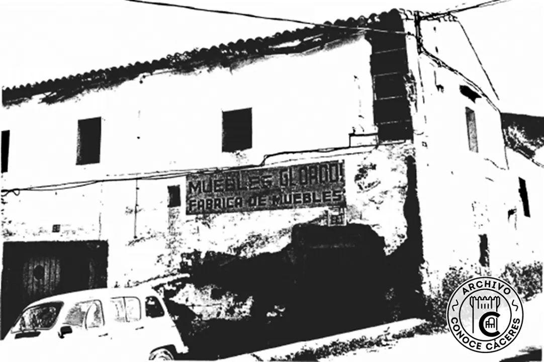 723e08ab8 La foto antigua es del catálogo del PEPRPACC del   Ayto Cacerespic.twitter.com I0ZZ2fdH8o