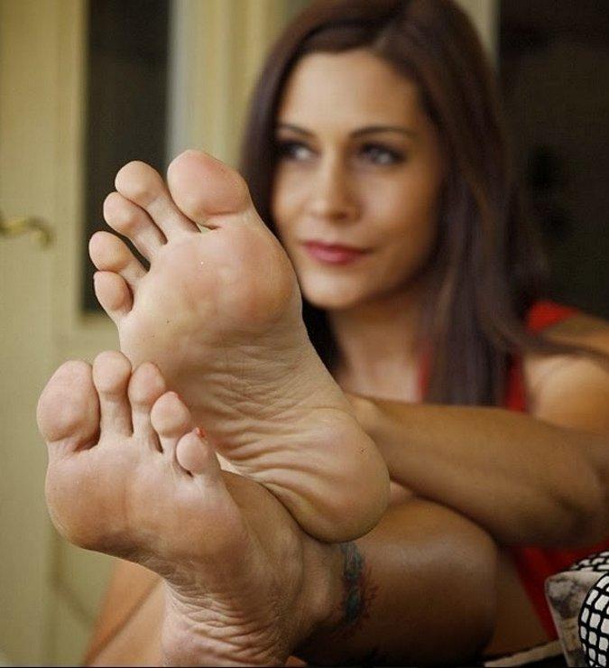 Keep amateur female feet rare good