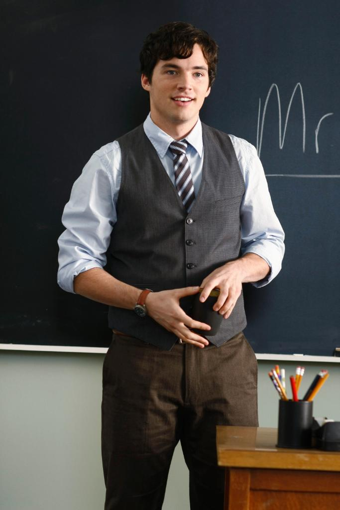 Happy #WorldTeachersDay, Mr. Fitz. 📚 #PrettyLittleLiars