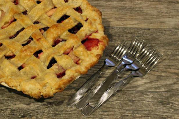 Fall Baking: A Homespun Recipe for Cranberry Apple Pie https://t.co/sL3ofciax7 https://t.co/4iwmkoSf3t