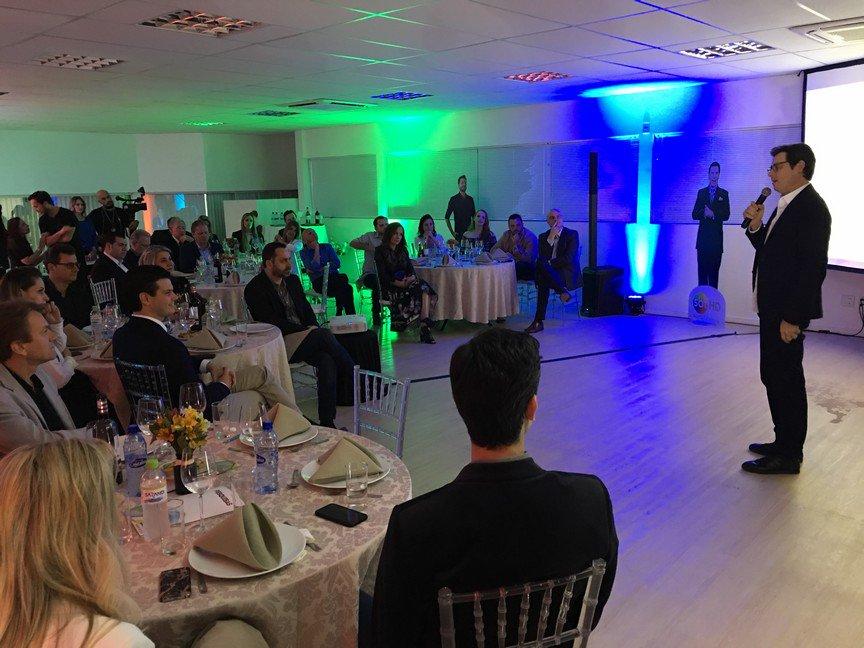 SBT Santa Catarina traz Celso Portiolli para prestigiar clientes do mercado nacional e profissionais da Grande Florianópolis #AcontecendoAqui #sbt #sbtsantacatarina #sbtsc #celsoportiolli  http://acontecen.do/1hik
