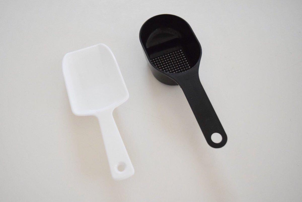 test ツイッターメディア - パン作りに便利な100均グッズ。 #ダイソー のアイススコップ 粉をすくうのにこぼれにくい♪ #キャンドゥ の粉ふりスプーン そのまま容器からすくって打ち粉に。粉糖ふりは容器の周りが汚れがち。これなら持ち手が汚れても流しにポイ♪ 粉糖ふりの比較↓ https://t.co/uhil8O4OI4 #パン作り #お菓子作り https://t.co/qCzzT58QoF