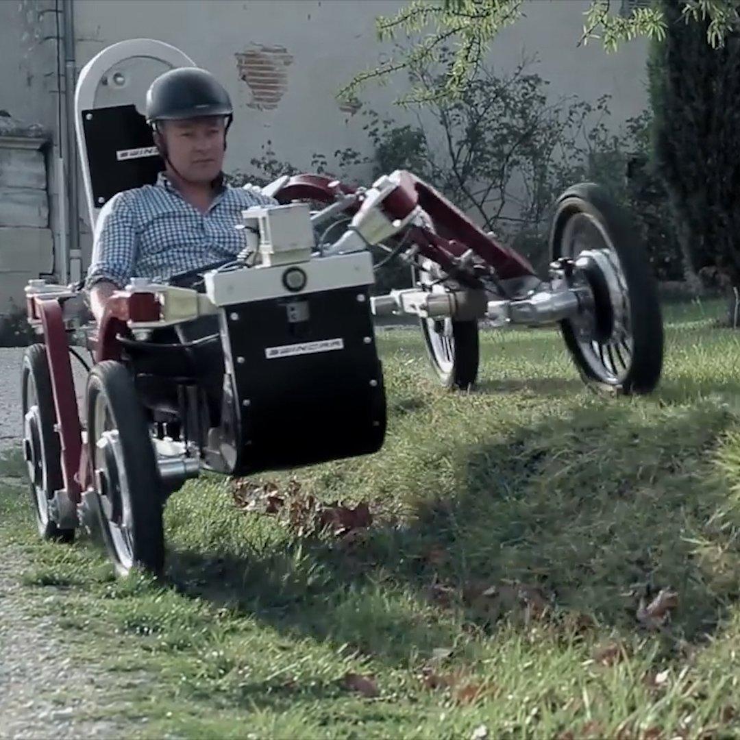 フランス人技術者パスカル・ラムバウさんが開発した電動ATV「Swincar e-Spider」。サスペンションのストロークが長いだけでなく、左右にスイングする機構を備えてるので、なんか節足動物みたいな車輪の動きを見せる。乗ったらもっと楽しんだろうな。