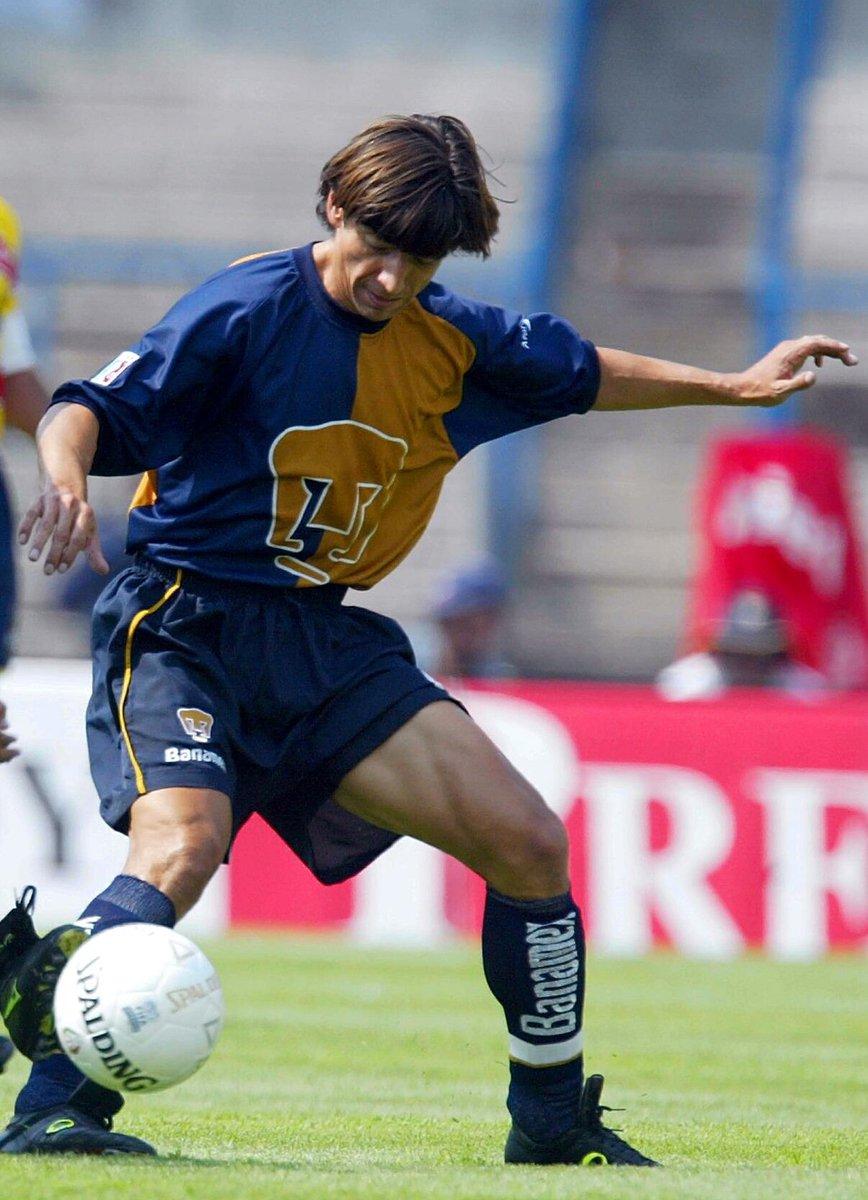 O el caso de  PumasMX (2002) que de la noche a la mañana tuvo que usar  uniformes marca propia 8ba16a8690bce