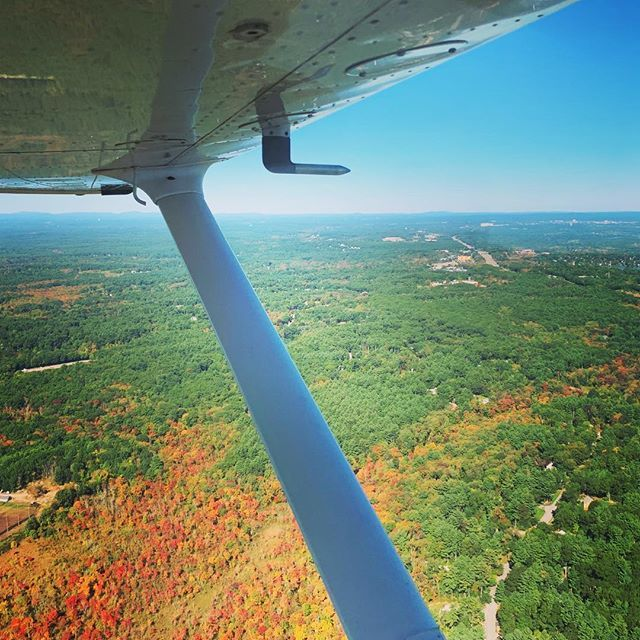 Also practiced short-field landings (at the CPL level) earlier today. The foliage here is about to peak I think! #AlmostNoFilter #Almost #Really #Cessna172 #Bedford #Massachusetts #CessnaSkyhawk #Skyhawk #PilotLife #SWELife #AvGeek #Flying #GeneralAviati… https://ift.tt/2QtPLCL