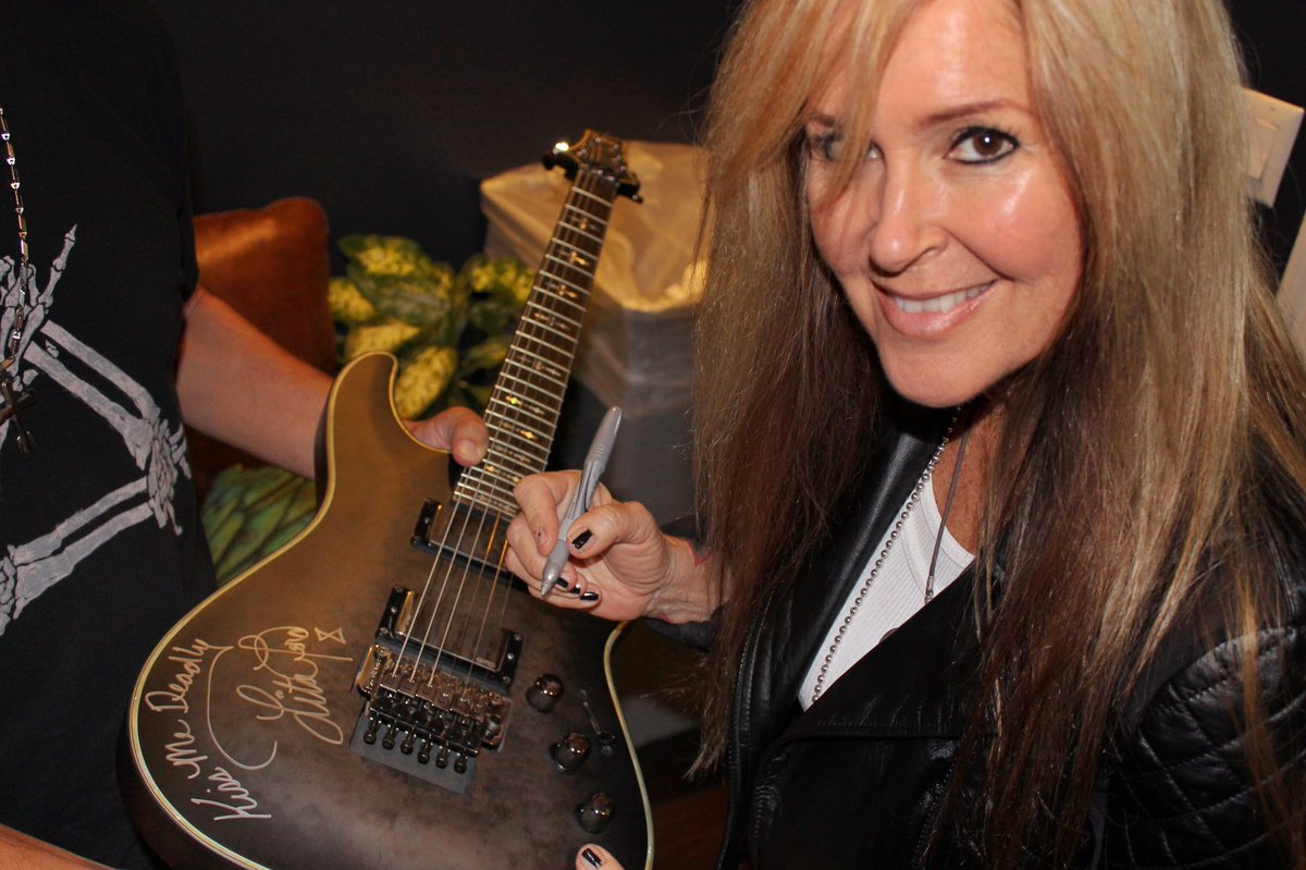Bid to win this guitar signed by Lita. Proceeds benefit the @TravelingGuitar Foundation, which helps school children have access to high-quality musical instruments & instruction. charitybuzz.com/catalog_items/…