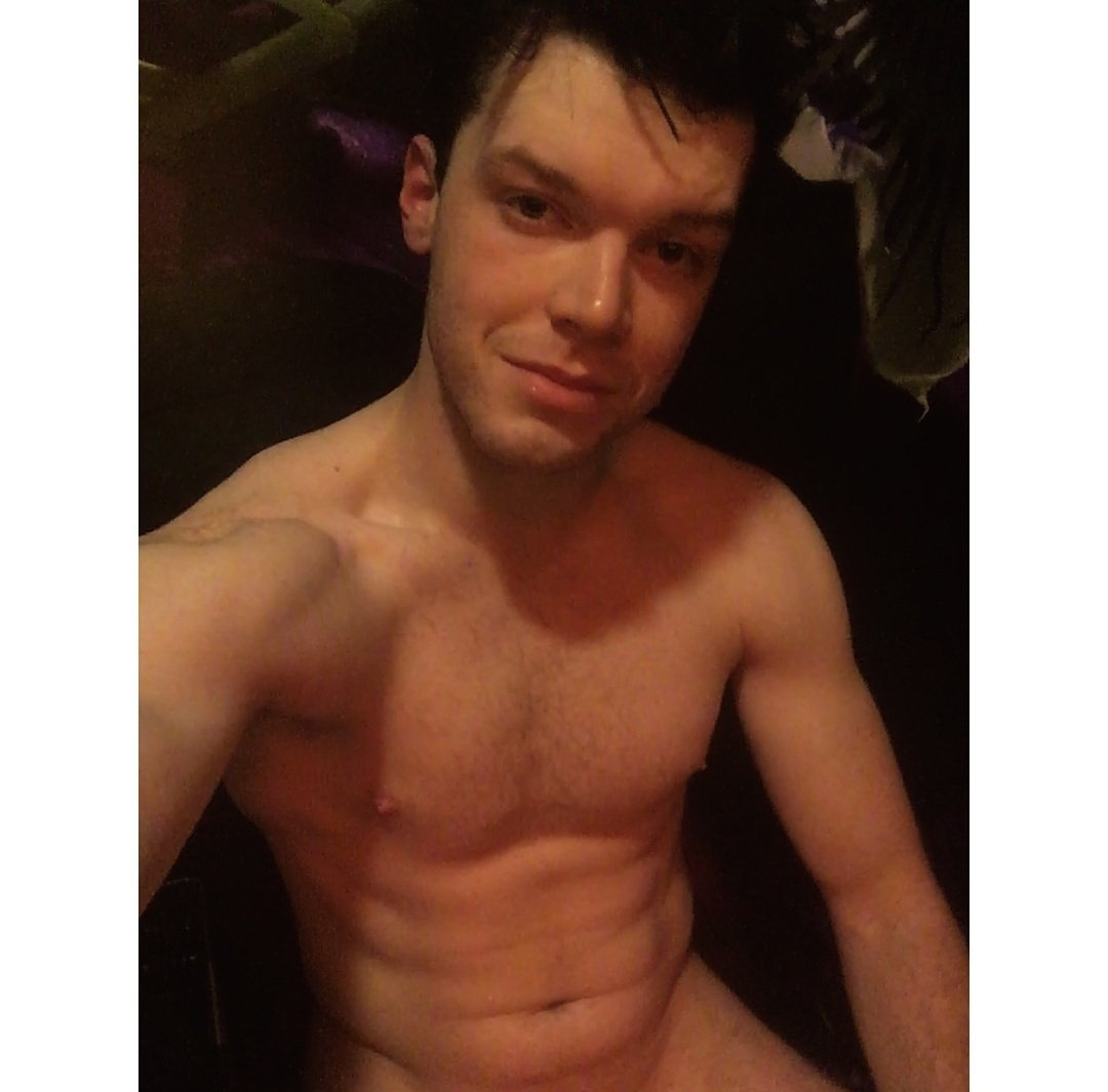 Cameron Monaghan Source On Twitter Instagram Cameronmonaghan I Know It S Douchey To Post This But Ya Boy Is Back In Fighting Shape And Feeling Himself In The Sauna Prepping For A