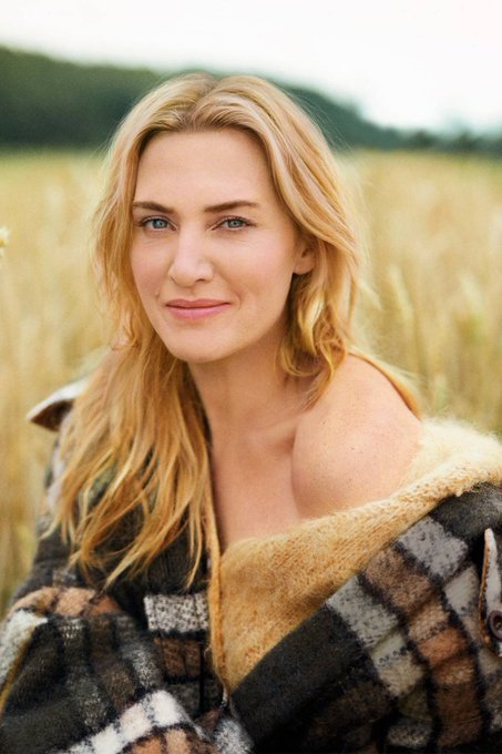 Happy 43rd birthday Kate Winslet you have the most beautiful heart