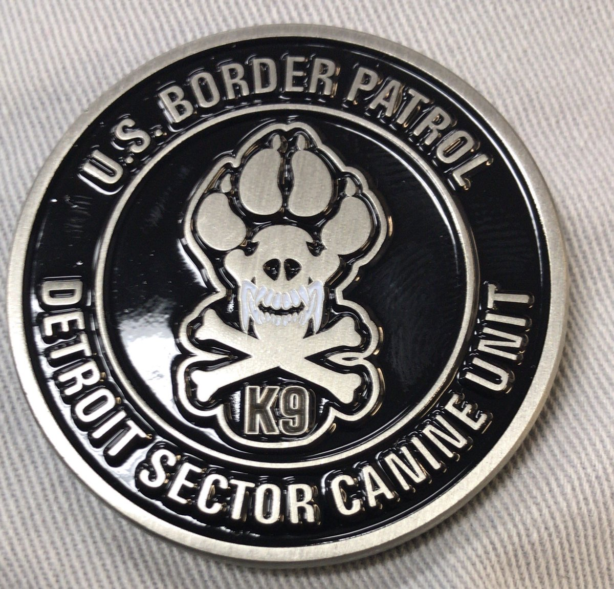 Looks like no one wants this challenge coin. 31 to go! Let's make it happen. #LivePD #LivePDFriday #LivePDNation #9PMRoutine #LivePDBingo #LivePDFantasyLG #Police #K9 #FridayNightLights #FridayFeeling #Policia #2A #BackTheBlue<br>http://pic.twitter.com/bieTw89pmE