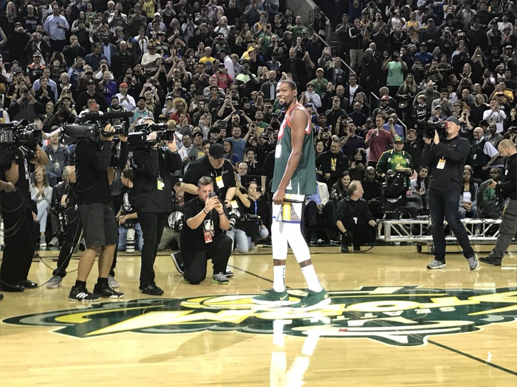 2b5804efe1a3 keyarena in seattle going absolutely bonkers as kevin durant goes out for  starting introductions in a