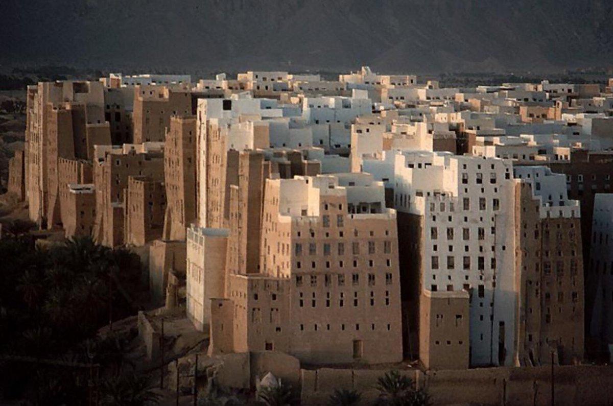 фото пустыня в йемене город ярким характером