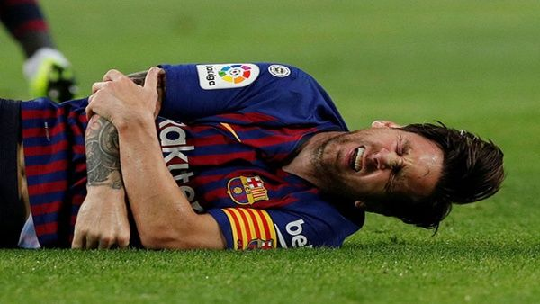 Lionel Messi se lesiona tras una fuerte caída 😰 https://t.co/meIGxS7qQE  La preocupación por la lesión de Messi aumenta de cara a los próximos importantes encuentros que disputará el Barcelona