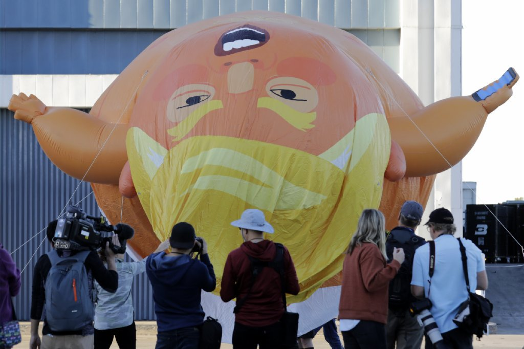 'Baby Trump' balloon flies over downtown Los Angeles https://t.co/VXOj9LslJL