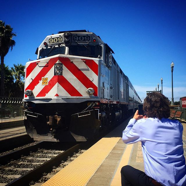 We're seeking a Multimedia Specialist to join our digital team & help tell the  sto#Caltrainry in video, live stream & gif. Yes, GIF. But more video.   As our historic Electrification project becomes reality you will be there to tell the story.  Apply Now: https://t.co/8hKFYk9kId