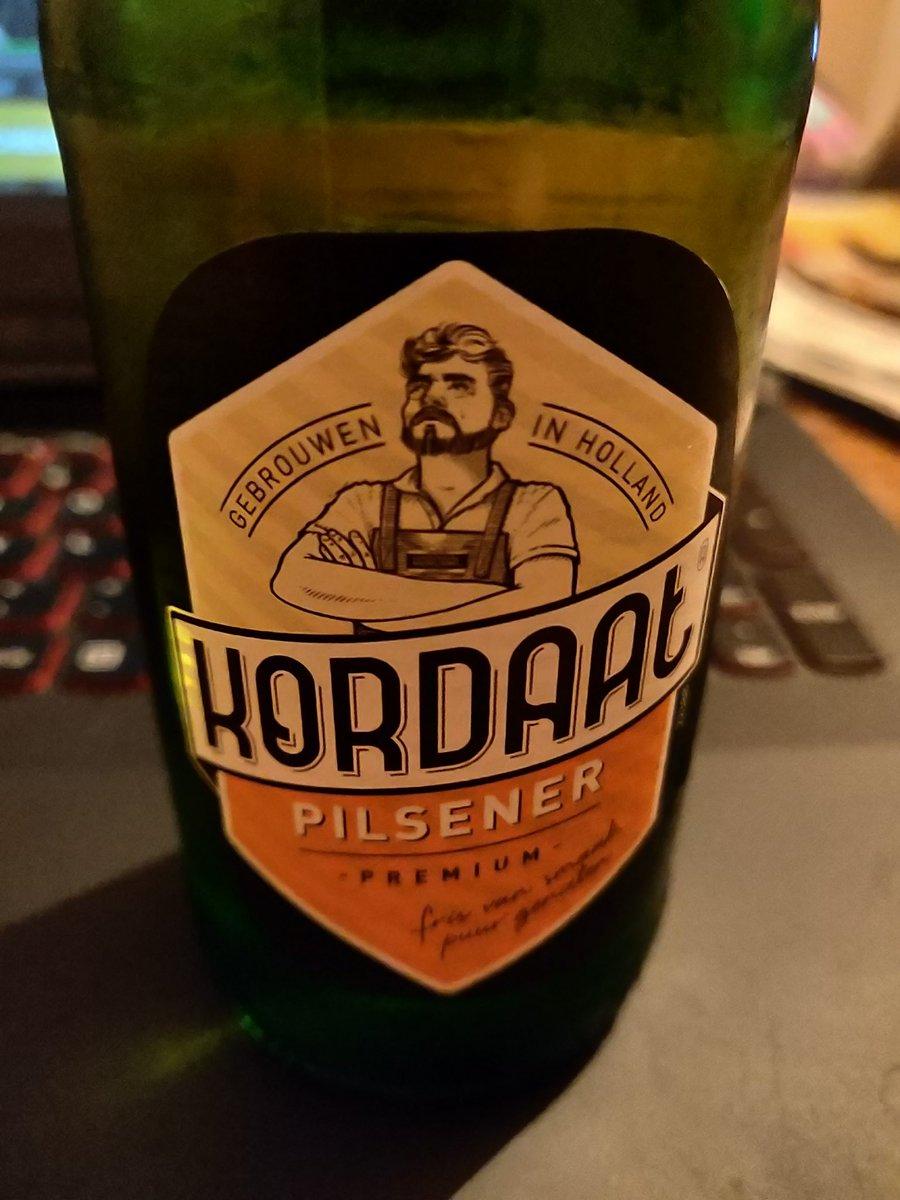 Wie heeft dit nieuwe Lidl-biertje al geproefd? Ik draai net het eerste flesje open. Apart smaakje.. en de naam lijkt wel heel veel op dat hipsterbier van Grolsch, Kornuit. Nou ja, fijn weekend! #tsjoch