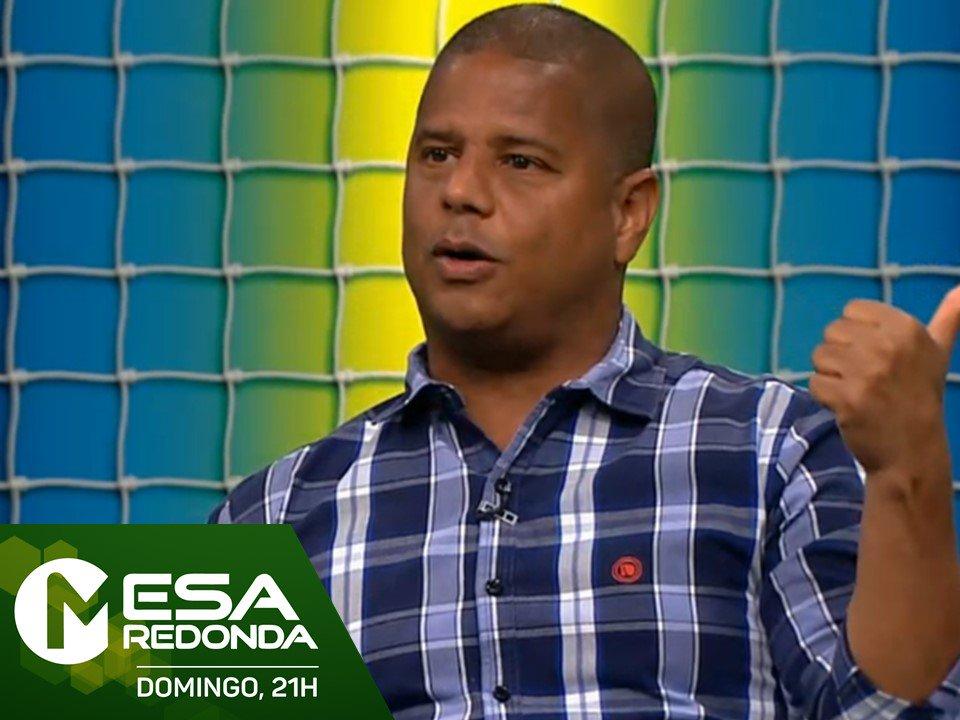 Daqui a pouco, às 21h, tem @mesaredonda com a estreia de @celsocardoso e a participação de @marcelinho_c!   Envie sua pergunta usando a hashtag #MesaRedonda!  Assista ao vivo: https://t.co/j3STsxFMCq   📺🖥📱