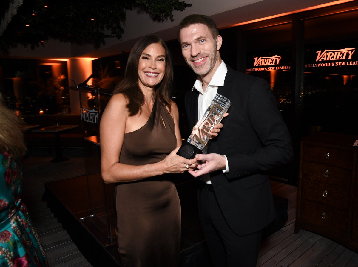 Variety On Twitter Director Travis Knight Was Presented The Creative Leadership Award From Coraline Star Teri Hatcher Hatchingchange At Last Night S Variety Newleaders Party Https T Co G97kvtqia2 Https T Co Uzkngwo99y