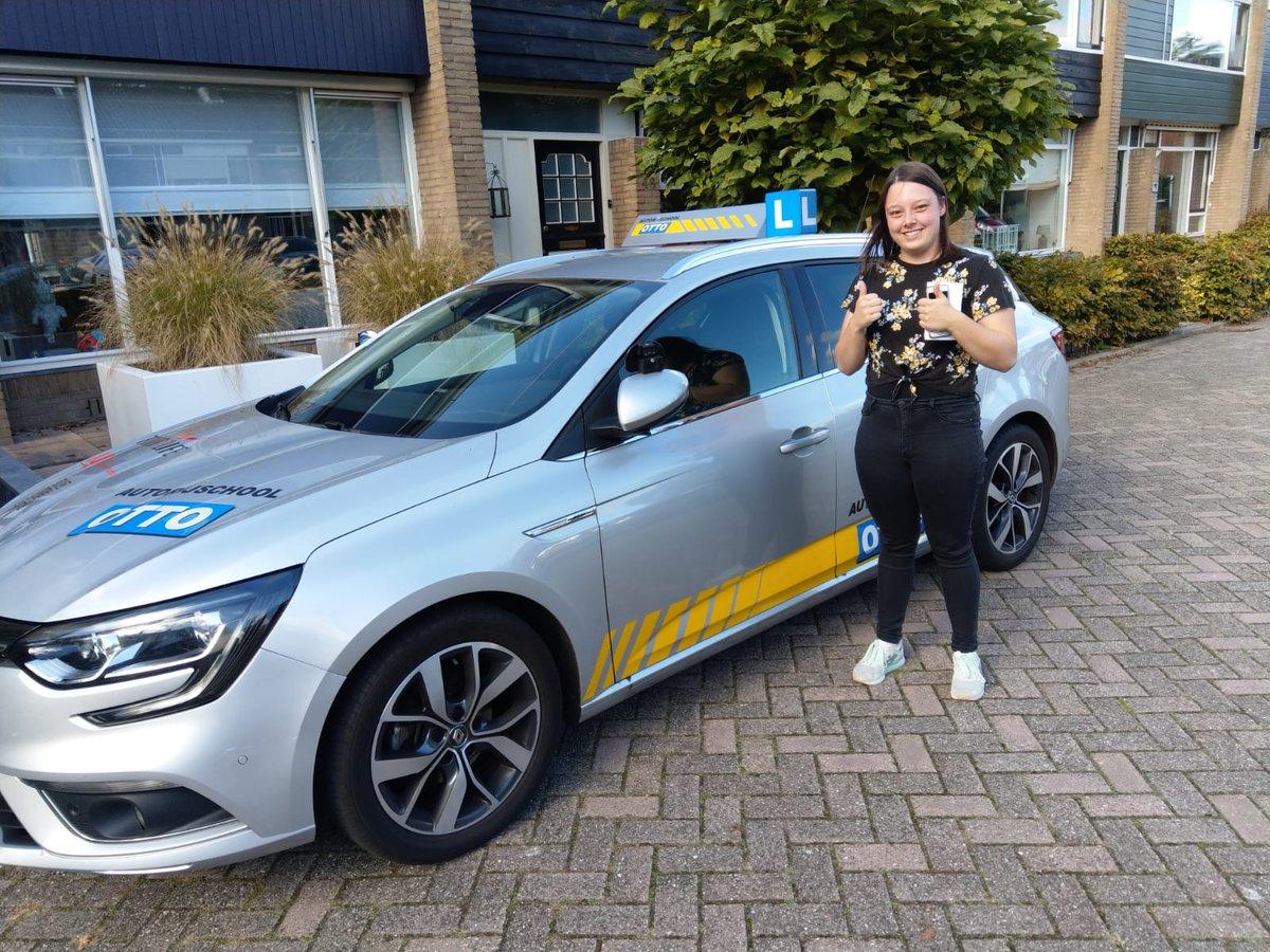 test Twitter Media - Lisanne Klootwijk na een hele goede Tussen Tijdse Toets vandaag dan ook zeer verdient in 1x geslaagd voor je rijbewijs https://t.co/9sv2VHmdkH