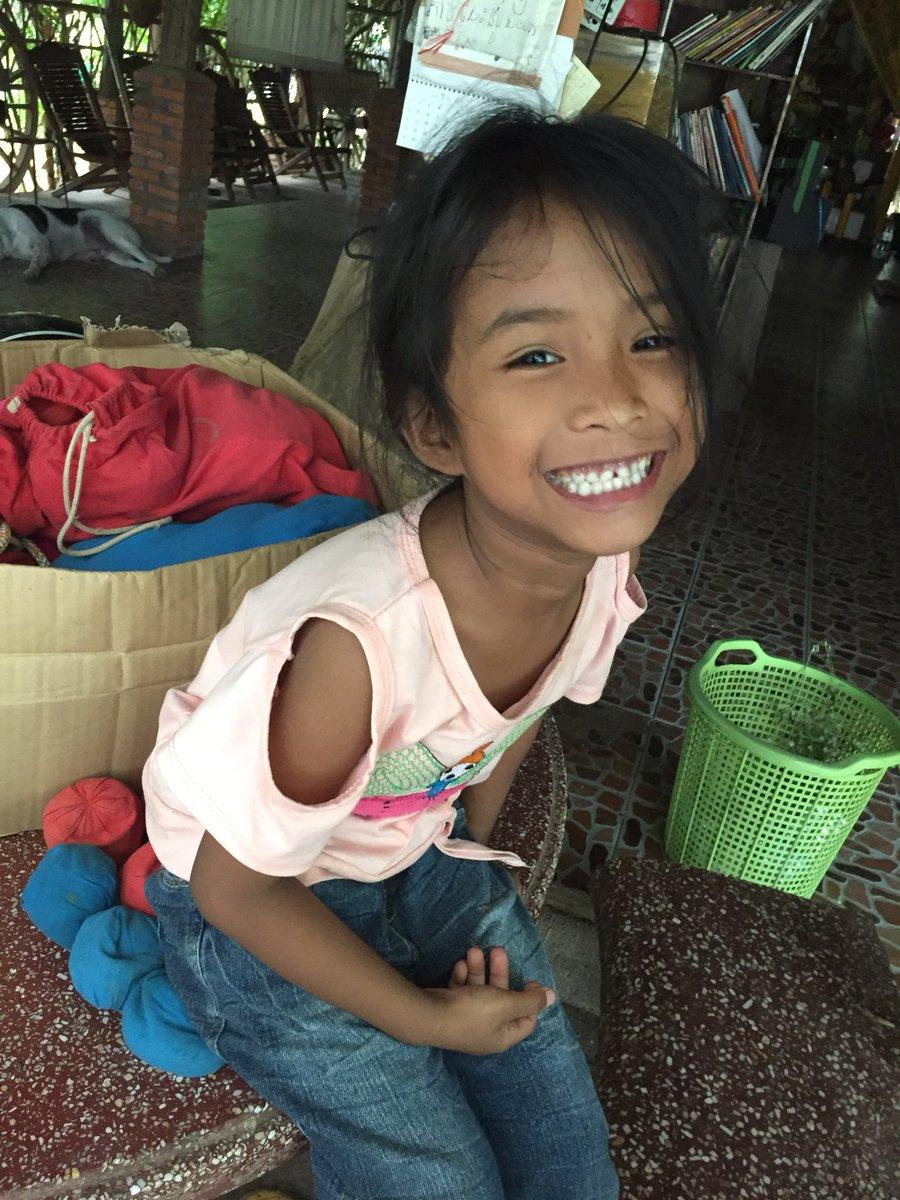 カンボジア 女の子