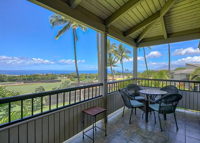 🌴Featured Special: $240/night🌴 #Whalewatch, paddle board, body surf and watch the most amazing sunsets from this 2 bedroom #condo for rent. This deal wont last long, in fact it expires at the end of October, so book online today! rentalsmaui.com/wailea-vacatio… #Maui