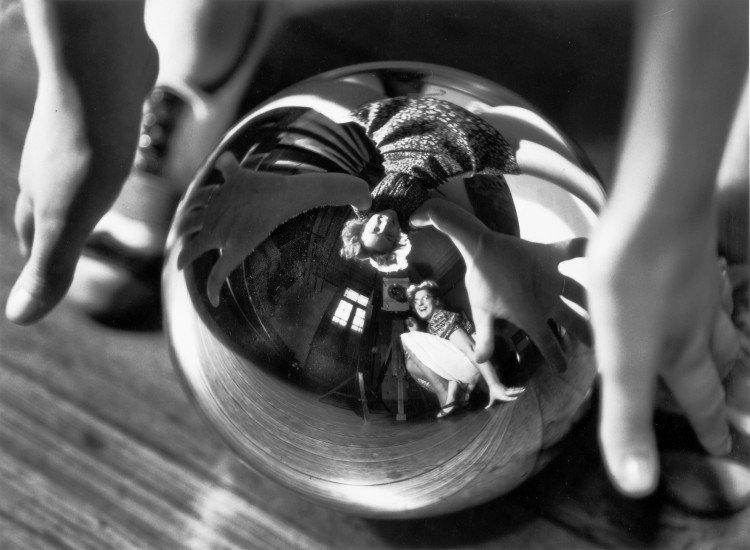 Self Portrait with Úrsula,1938 by Annemarie Heinrich, German-born naturalized Argentine photographer #womensart<br>http://pic.twitter.com/1nKWqzvsz6