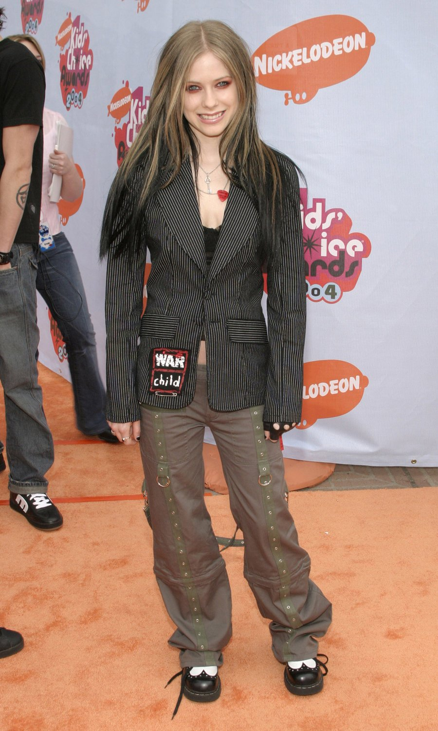 Check out how Avril Lavigne's fashion evolved throughout the years https://t.co/aGl820eqDW #AvrilOnBillboard https://t.co/HlXmEIbWLs