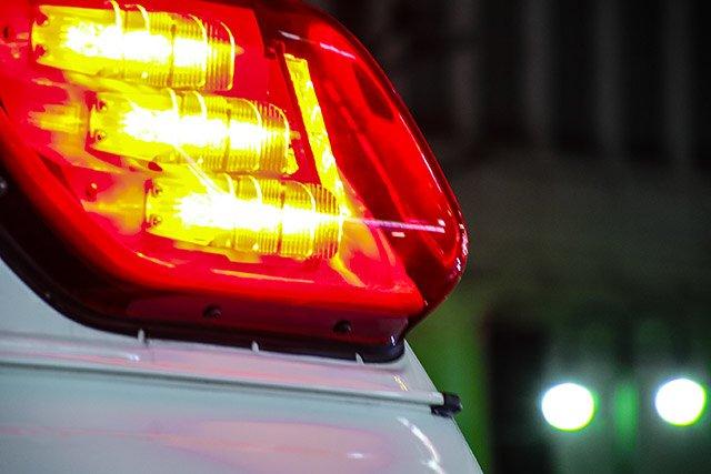 【バランス崩す】神社の灯籠から落ちた男子中学生、折れた部分が直撃し死亡 https://t.co/h5ta7sGowv  高さ2.8mの灯籠に登っていたが、掴んでいた先端部分が折れて転倒。腹部を直撃し、病院へ搬送後に死亡した。