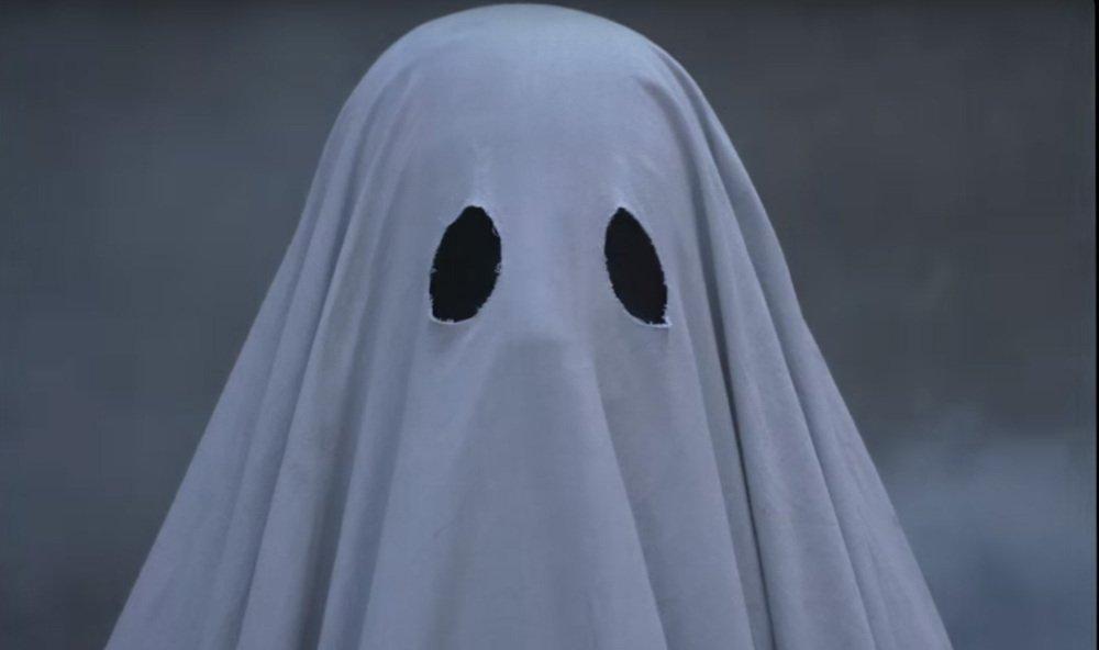 【予告】映画『A GHOST STORY/ア・ゴースト・ストーリー』幽霊となり残された妻を見守る男の物語 - https://t.co/YprdQ4cOmu