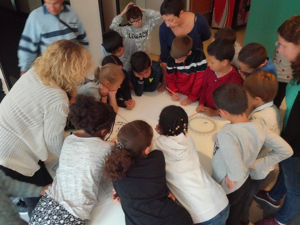 #EscapeGame dans la #PetiteGalerie du @MuseeLouvre. Les élèves de CE2 de l\